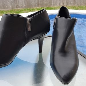 BANDOLINO Black Booties